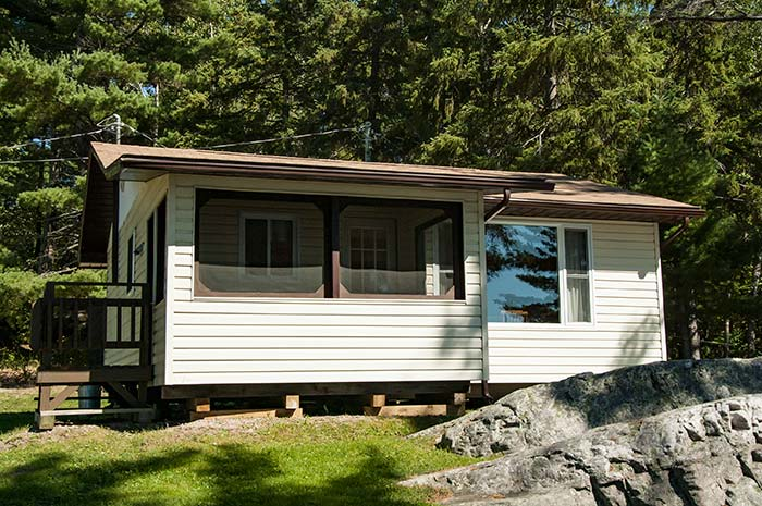 Cottage 9 - Two Bedrooms - Sleeps 4 people - Moonlight Bay Cottages - Fishing - Family - Fun, Northern Ontario