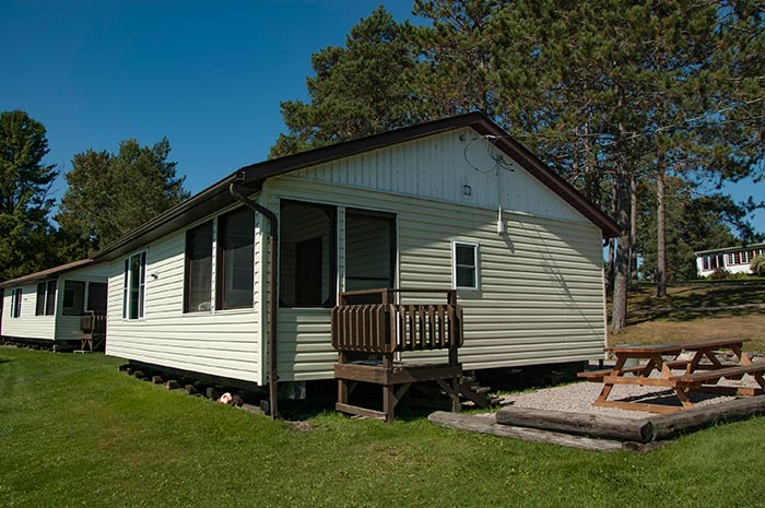Cottage 5 - Three Bedrooms - Accommodates 6 people - Moonlight Bay Cottages, French River, Ontario